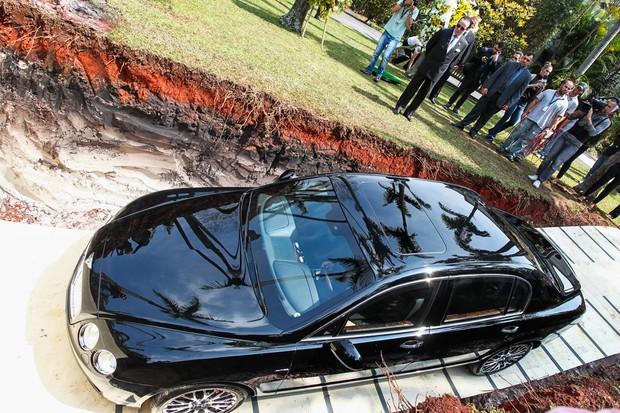 Απίστευτος τύπος! Εκατομμυριούχος έθαψε την πανάκριβη Bentley του στέλνοντας συγκλονιστικό μήνυμα! [photos] - Φωτογραφία 5
