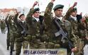 Με πλήθος κόσμου, ισχυρή αστυνομική δύναμη και ψιλόβροχο πραγματοποιήθηκε η παρέλαση της 28η Οκτωβρίου στην Μυτιλήνη (pics, vid)