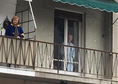 Επίσκεψη Ομπάμα:H ΑΠΙΣΤΕΥΤΗ φωτογραφία του Αμερικανού δημοσιογράφου που ΣΑΡΩΝΕΙ στα μέσα - Φωτογραφία 1