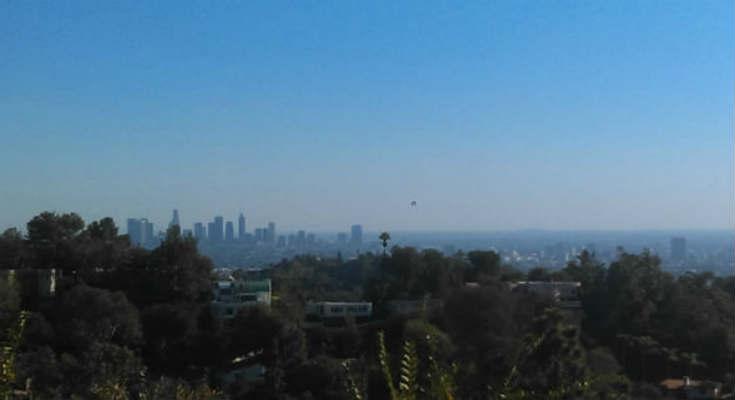Παράξενη δέσμη φωτός και UFO πάνω από την Καλιφόρνια - Φωτογραφία 2