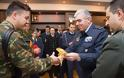 Χριστουγεννιάτικα Κάλαντα από την Μπάντα της ΠΑ και τη Μικτή Χορωδία Ενόπλων Δυνάμεων στον Αρχηγό ΓΕΑ