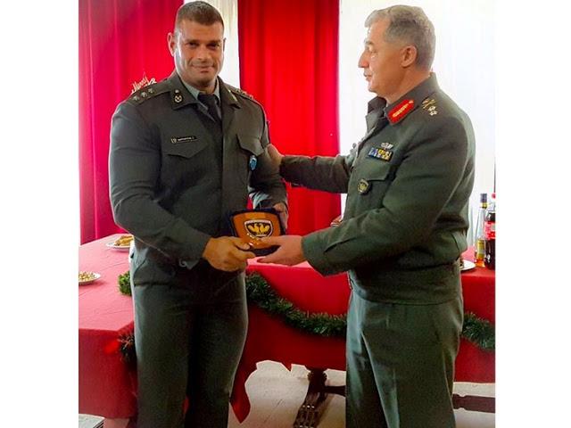 Πλακέτα στο ''θηρίο'' από το στρατηγό Μπουζέλο - Φωτογραφία 1