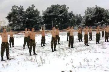 Όταν οι Έλληνες ΚΑΤΑΔΡΟΜΕΙΣ αψηφούν το χιόνι και το κρύο... ΑΠΙΣΤΕΥΤΕΣ ΕΙΚΟΝΕΣ - Φωτογραφία 1