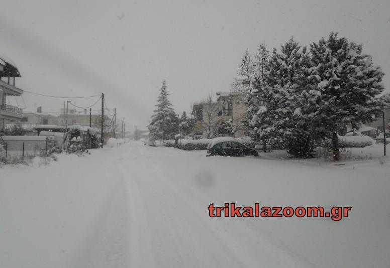 Μισό μέτρο έφθασε το χιόνι στα Τρίκαλα. Έκκληση κατοίκων να ανοίξουν οι δρόμοι... - Φωτογραφία 1