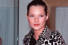Γιατί η Kate Moss φοράει 15 χρόνια τα ίδια ρούχα; Έχουμε τις αποδείξεις [photos]