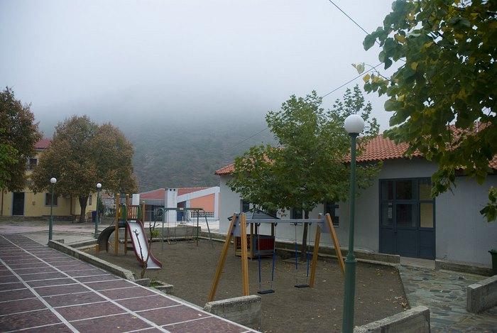 Στο πιο πλούσιο χωριό της Ελλάδας δεν υπάρχει κρίση και ανεργία. Δείτε γιατί οι 700 κάτοικοι του χωριού ζουν σαν... κροίσοι [photos] - Φωτογραφία 1