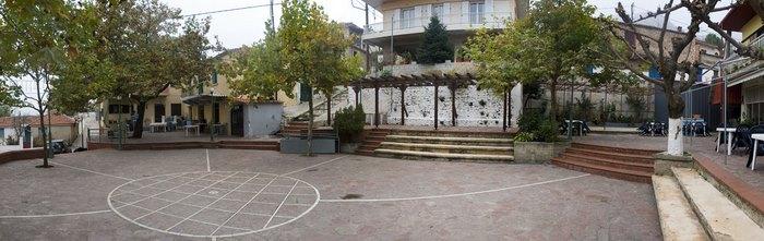 Στο πιο πλούσιο χωριό της Ελλάδας δεν υπάρχει κρίση και ανεργία. Δείτε γιατί οι 700 κάτοικοι του χωριού ζουν σαν... κροίσοι [photos] - Φωτογραφία 19