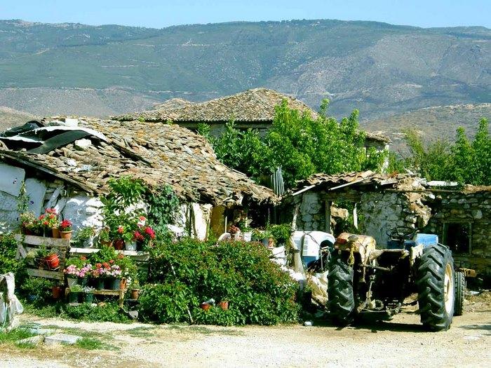 Στο πιο πλούσιο χωριό της Ελλάδας δεν υπάρχει κρίση και ανεργία. Δείτε γιατί οι 700 κάτοικοι του χωριού ζουν σαν... κροίσοι [photos] - Φωτογραφία 20