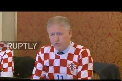 Υπουργικό συμβούλιο με...φανέλες της Κροατίας!