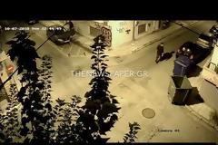Δημοσιογράφος στον Βόλο ξυλοκοπείται στη μέση του δρόμου και οι περαστικοί… παρακολουθούν (video)