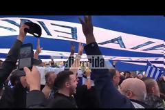 Με ελληνικές σημαίες και συνθήματα η κηδεία του Κατσίφα [εικόνες]