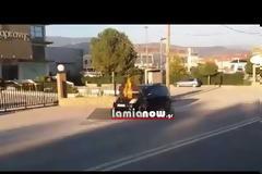 Λαμία: Αυτοκίνητο λαμπάδιασε καθ' οδόν (ΒΙΝΤΕΟ)