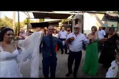 Ένας διαφορετικός γάμος στα ΠΗΓΑΔΙΑ: Ο Γαμπρός και η Νύφη έσκασαν μύτη με… νταλίκα στο σπίτι του γαμπρού στο ΚΑΡΑΪΣΚΑΚΗ Ξηρομέρου [ΦΩΤΟ-ΒΙΝΤΕΟ]