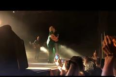 Τα δάκρυα της Άννας Βίσση στη συναυλία της στο πυρόπληκτο Μάτι