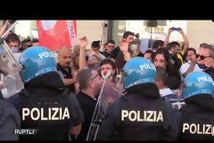 Βίντεο: Συγκρούσεις διαδηλωτών καλλιτεχνών με αστυνομικούς στο κέντρο της Ρώμης