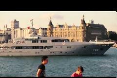 Viral  Το «μεταμφιεσμένο» γιοτ του Ερντογάν, το εξοχικό αλά Βερσαλίες στο Αιγαίο, και το 747-δώρο του Εμίρη