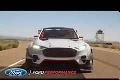 Ford Mustang καίει λάστιχα με 1.400 ίππους! Video