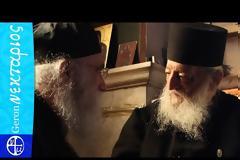 Ο Γέροντας Νεκτάριος Βιτάλης συνομιλεί με τον Γέροντα Νεκτάριο Μουλατσιώτη και τους πατέρες