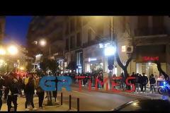 Υπαίθρια κορονοπάρτι σε πλατεία Βαρνάβα, Πάτρα και Θεσσαλονίκη