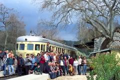 1995: Ταξίδι με τρενο από τα Καβάσιλα στην Κυλλήνη. Δείτε το βίντεο.