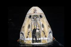 H νυχτερινή προσθαλάσσωση του διαστημικού σκάφους της SpaceX