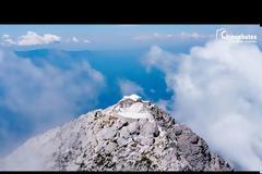 Εντυπωσιακή πτήση πάνω από την κορυφή του Αγίου Όρους