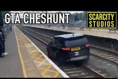 Έφυγε γκαζωμένος μέσα στις γραμμές του τρένου, για να ξεφύγει από την αστυνομία (βίντεο)