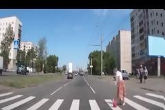 Αν δείτε την συγκεκριμένη γιαγιά στον δρόμο, μη τη βοηθήσετε! [video]
