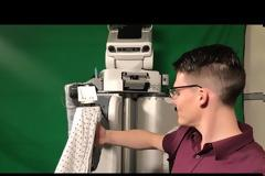 Ρομπότ εκπαιδεύει τον εαυτό του να ντύνει ανθρώπους